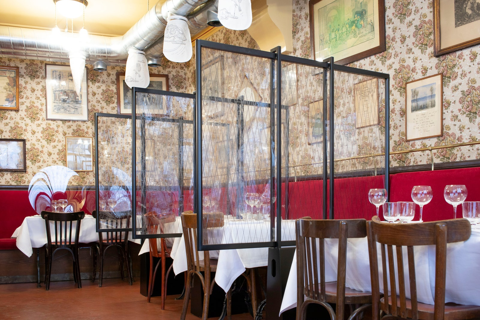 restaurants partitions during covid19 used for social distancing
